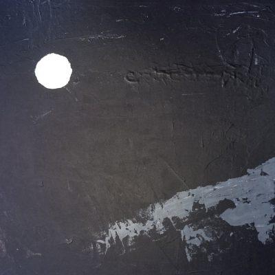 Fullmåne over klippe