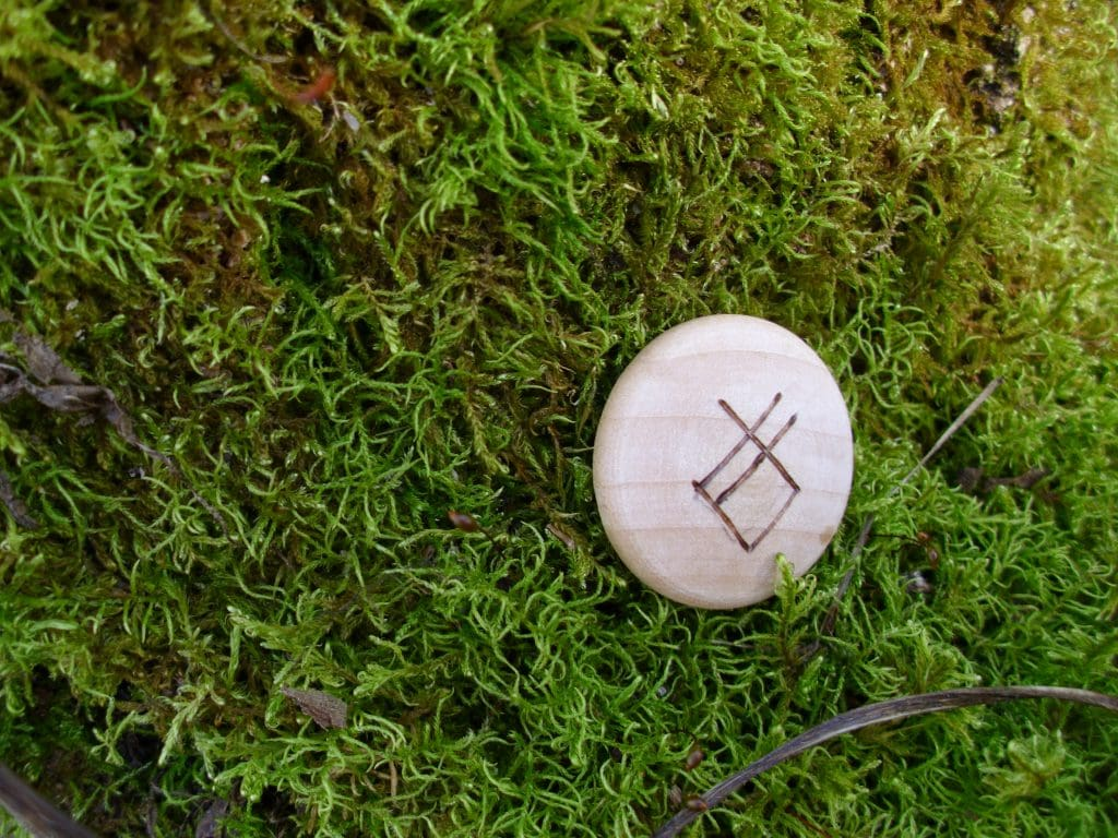 Pocket Rune to get rid of bad habits - Wooden Rune Amulet