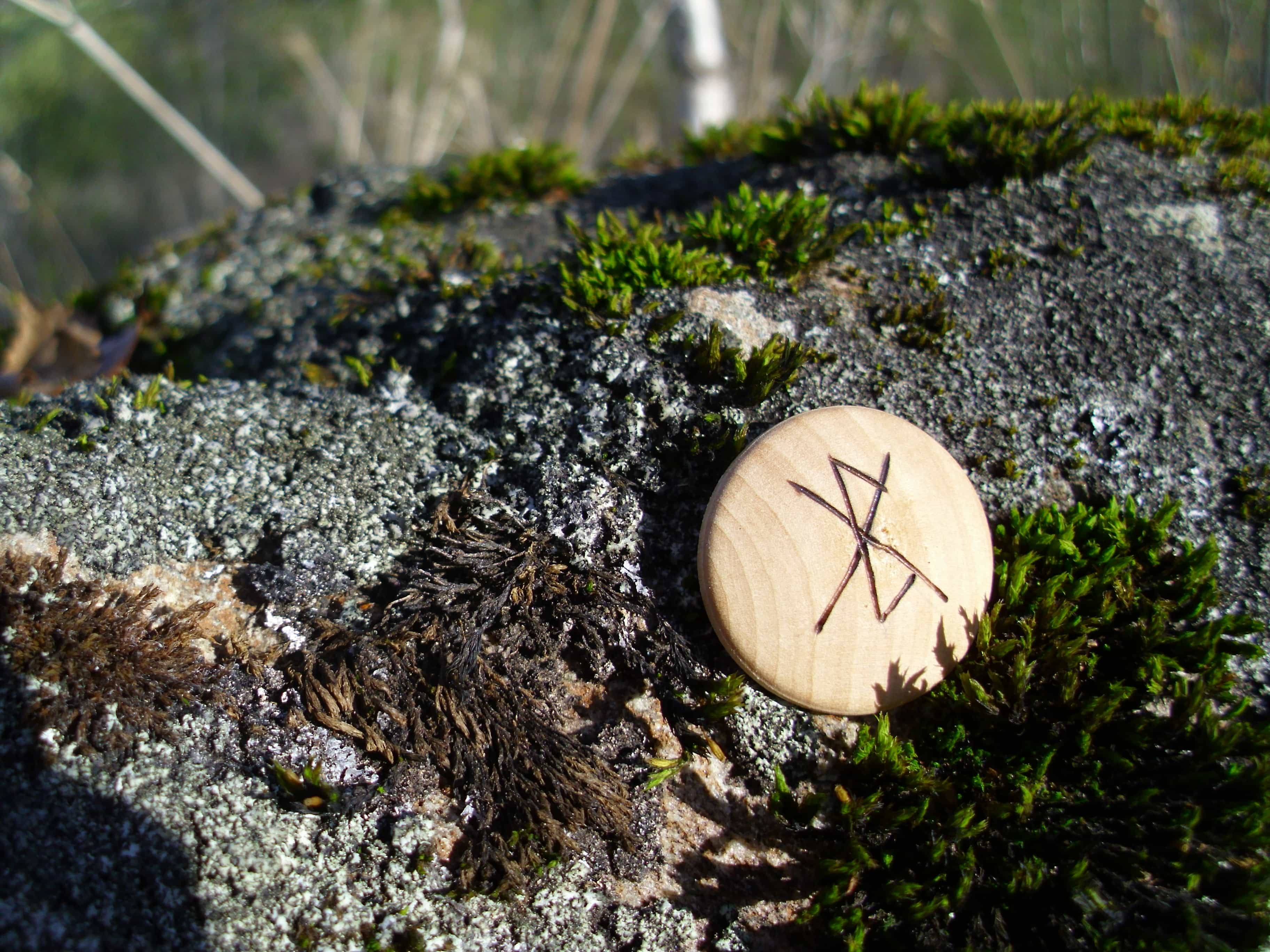 Pocket Rune for strengthening psychic abilities - Wooden Rune Amulet - Synske Evner