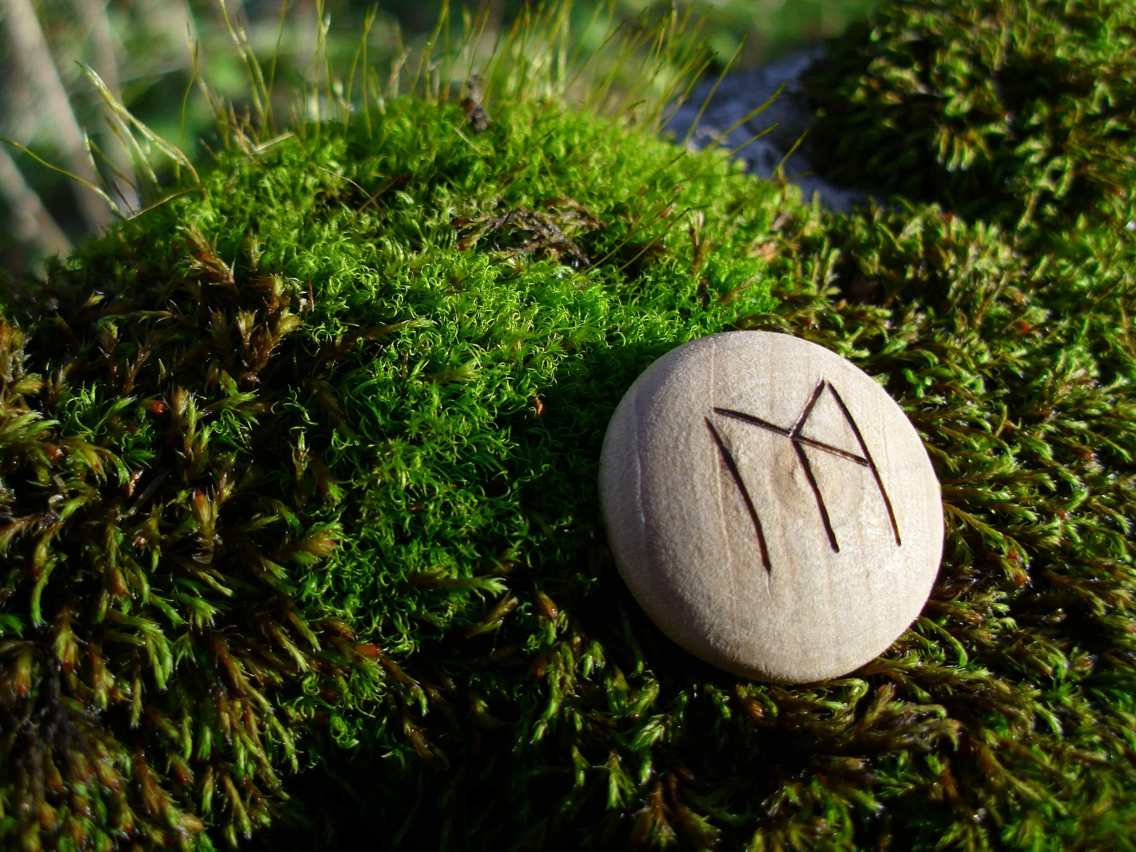 Pocket Rune for emotional strength - Wooden Rune Amulet - emosjonell styrke