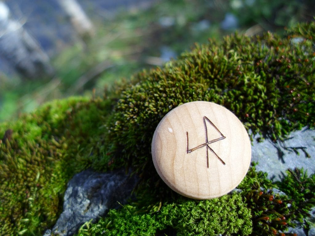 Pocket Rune for speedy results - Wooden Rune Amulet
