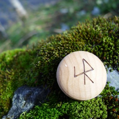 Pocket Rune for speedy results - Wooden Rune Amulet - Raske resultater