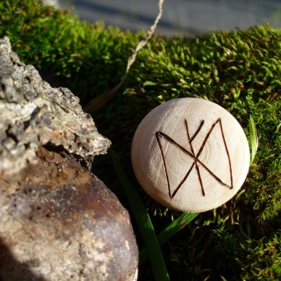 Pocket Rune for prosperity - Wooden Rune Amulet - Velstand