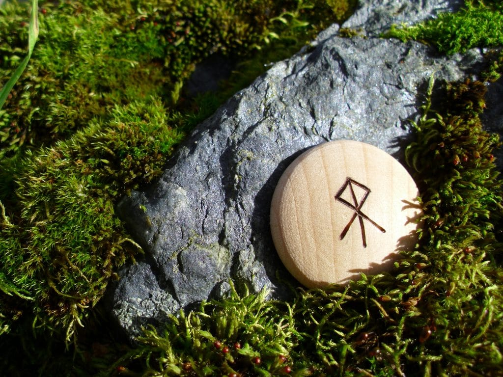 Pocket Rune for realizing ambitions - Wooden Rune Amulet