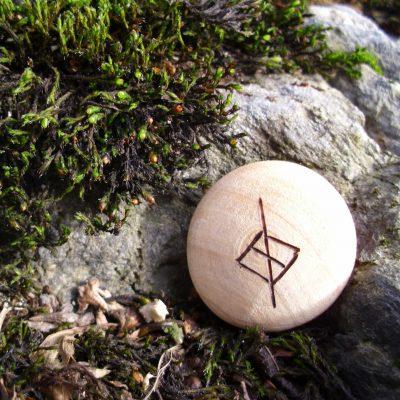 Pocket Rune for discipline - Wooden Rune Amulet - Disiplin