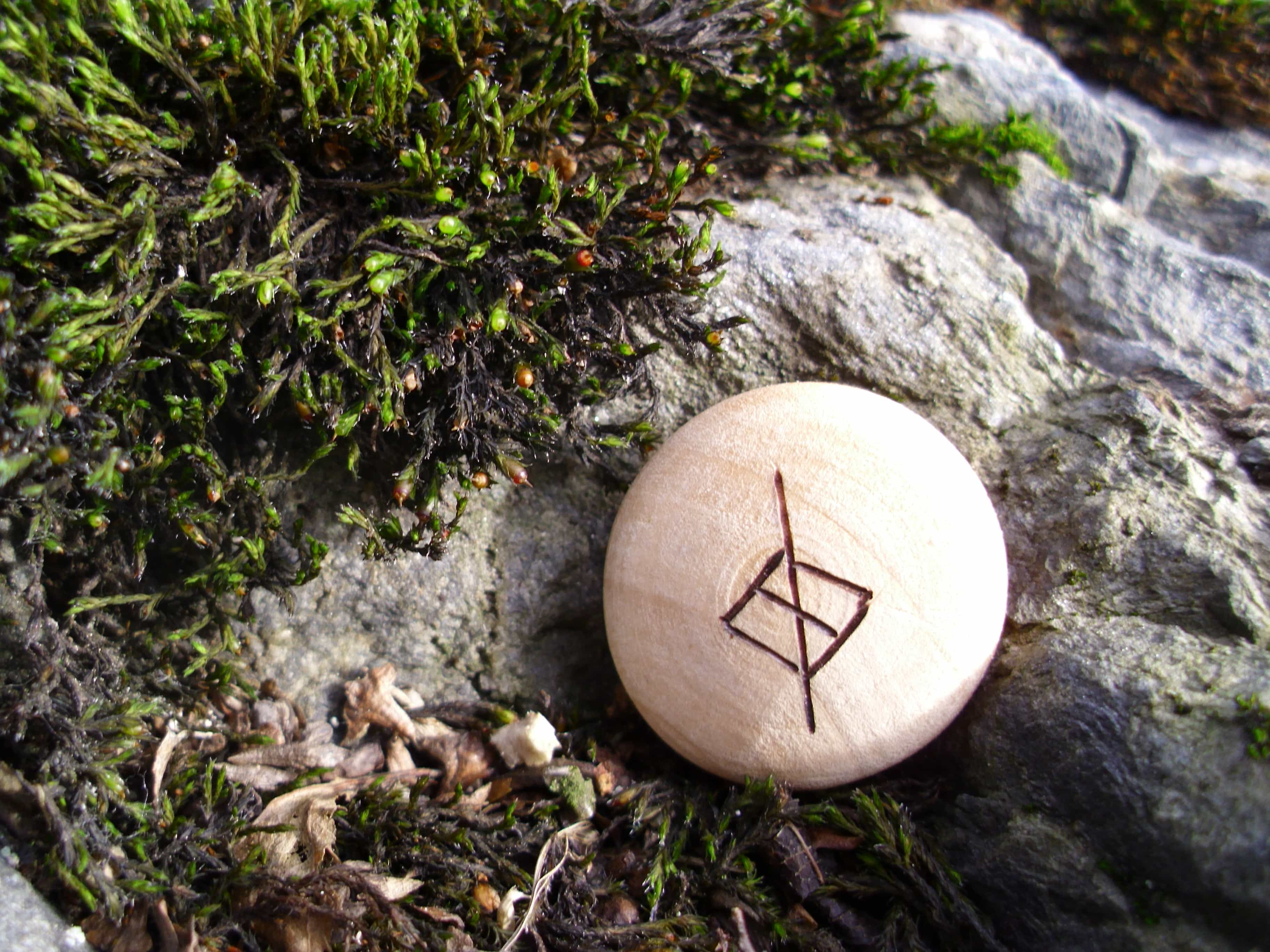 Pocket Rune for discipline - Wooden Rune Amulet - Disiplin