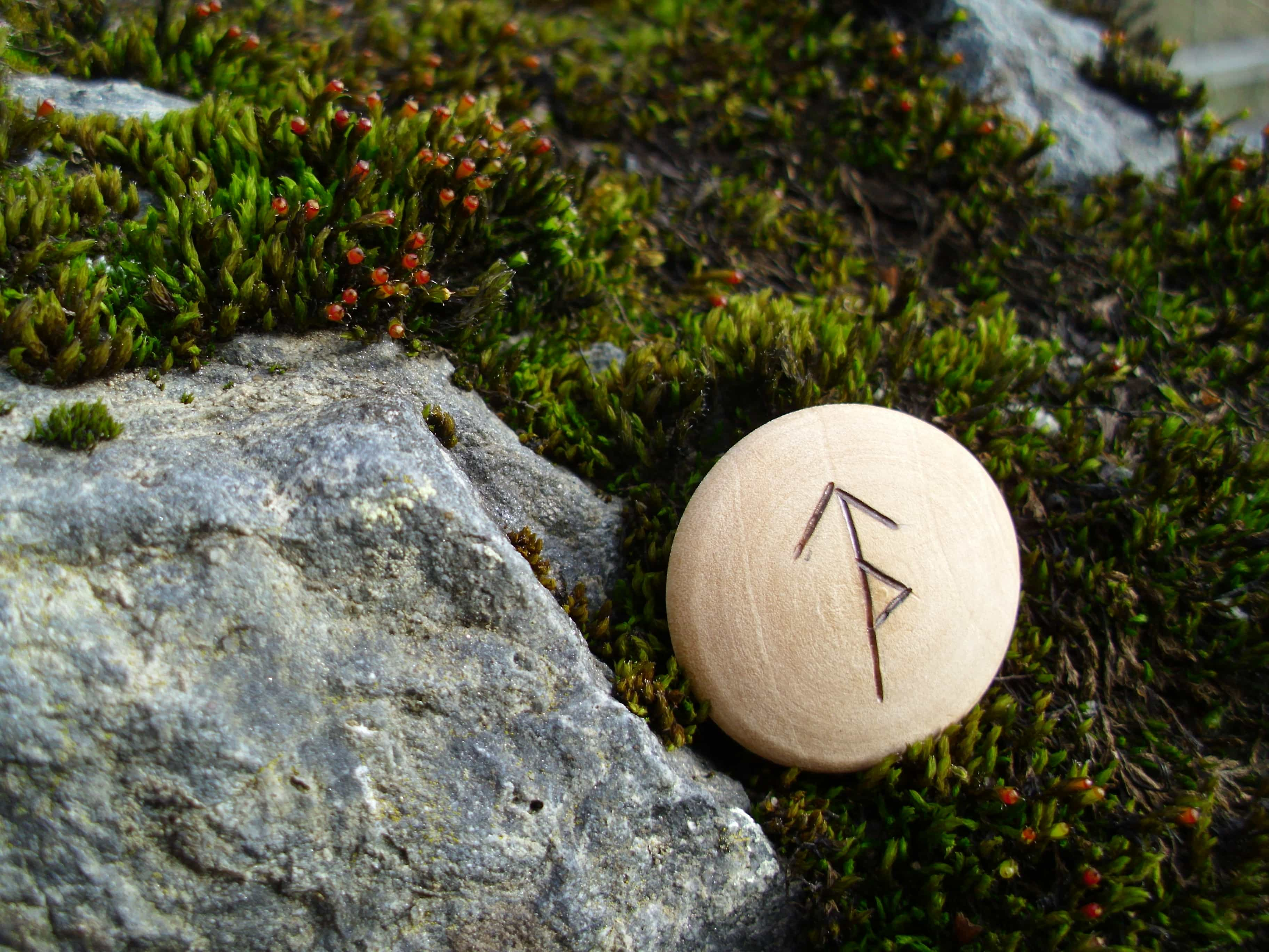 Pocket Rune for confidence - Wooden Rune Amulet - Selvtillit