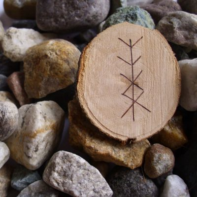Wooden Rune Amulet For Personal Protection - Personlig beskyttelse