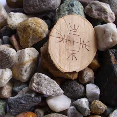 Wooden Rune Amulet Against Negative Energies - Mot negative energier