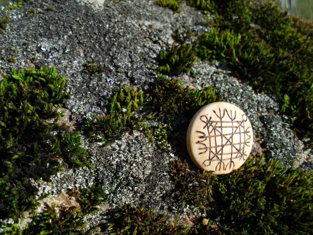 Pocket Rune against Curses - Wooden Rune Amulet