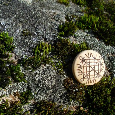 Pocket Rune Against Curses - Wooden Rune Amulet - Mot Forbannelser