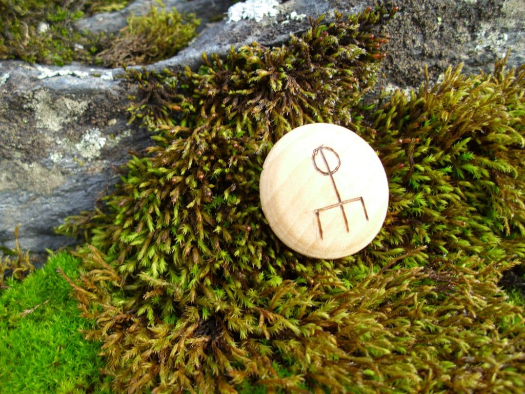 Pocket Rune to Attract Love - Wooden Rune Amulet