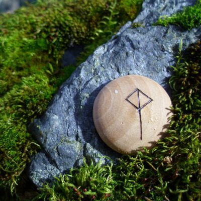 Pocket Rune for Balanced Joy - Wooden Rune Amulet / Balansert glede