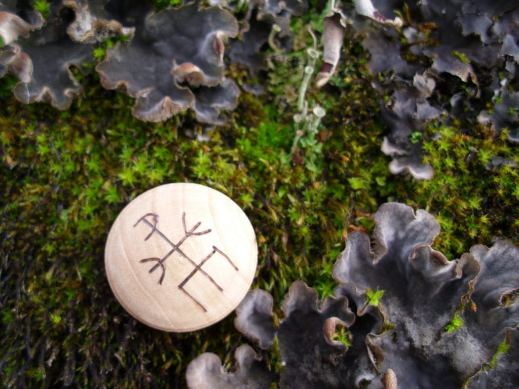 Pocket Rune to Block and Return - Wooden Rune Amulet