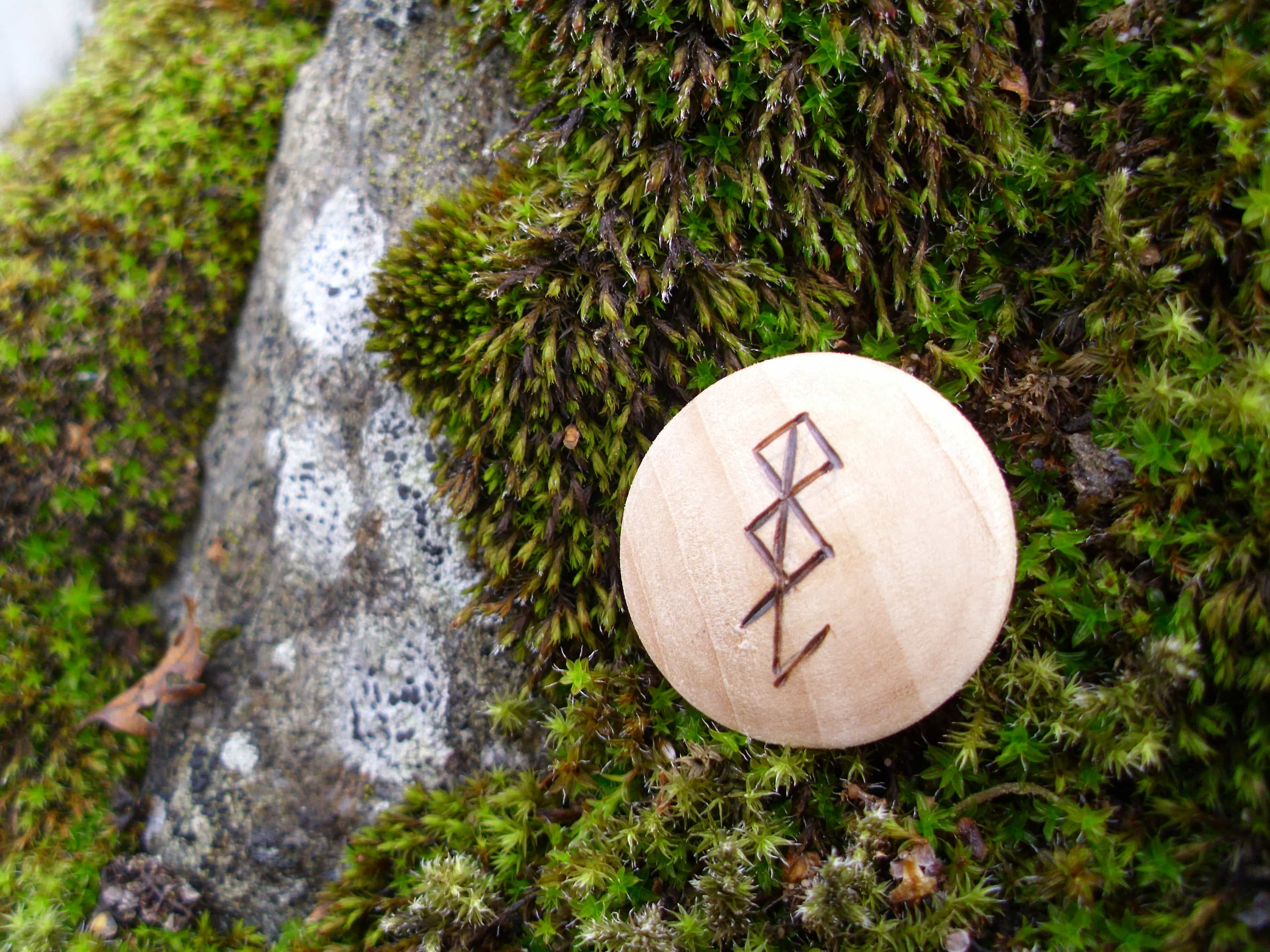 Pocket Rune for Computer Protection - Wooden Rune Amulet -Beskyttelse for datamaskin