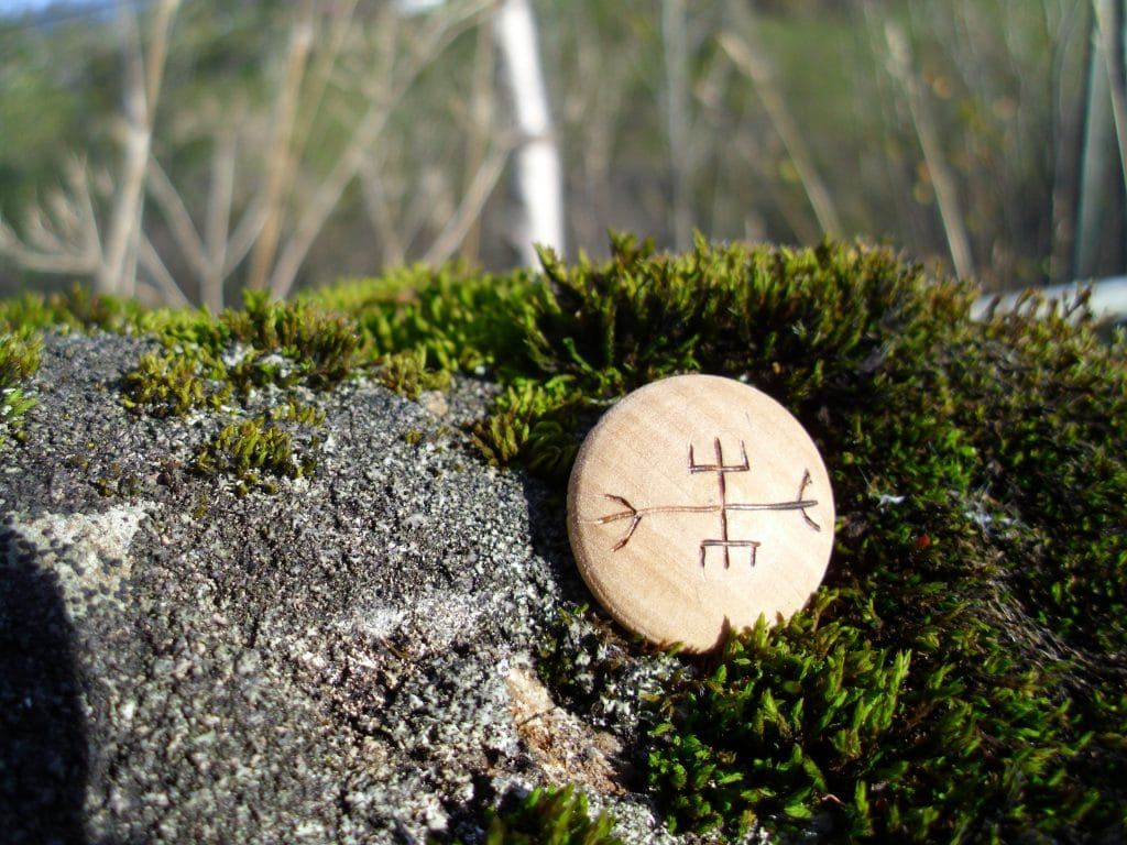 Pocket Rune to End Strife - Wooden Rune Amulet