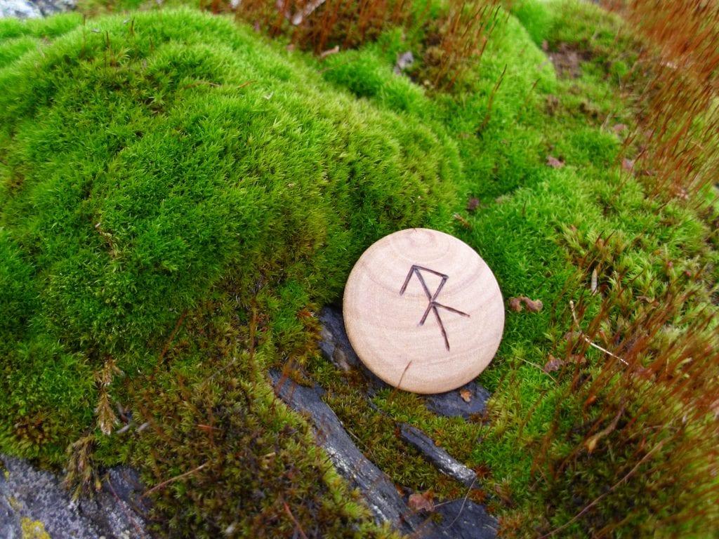 Pocket Rune for Energy - Wooden Rune Amulet