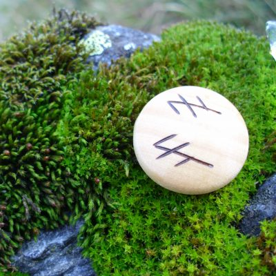 Pocket Rune for Exams - Wooden Rune Amulet - Eksamen