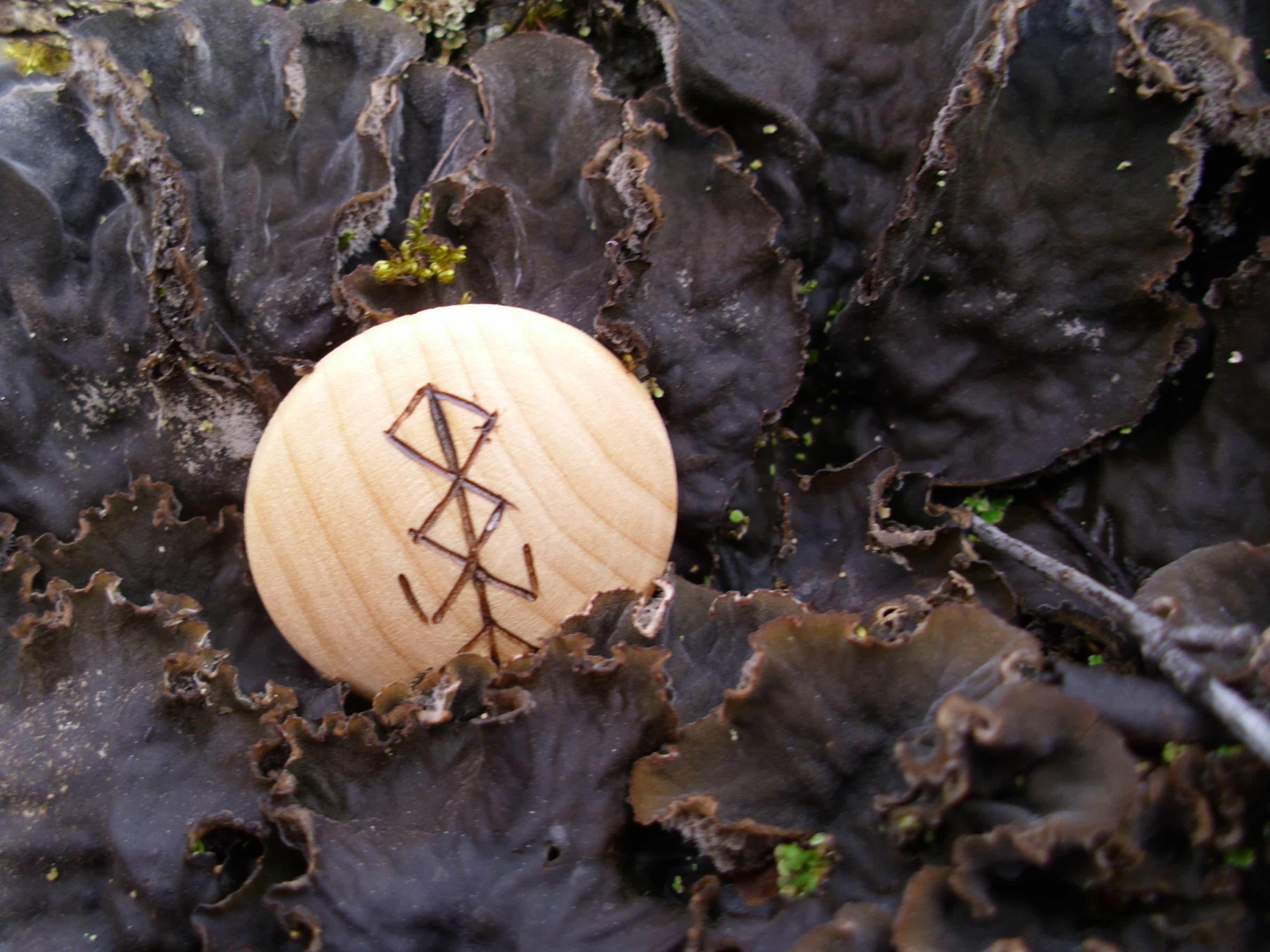 Pocket Rune for Fertility - Wooden Rune Amulet - Fruktbarhet