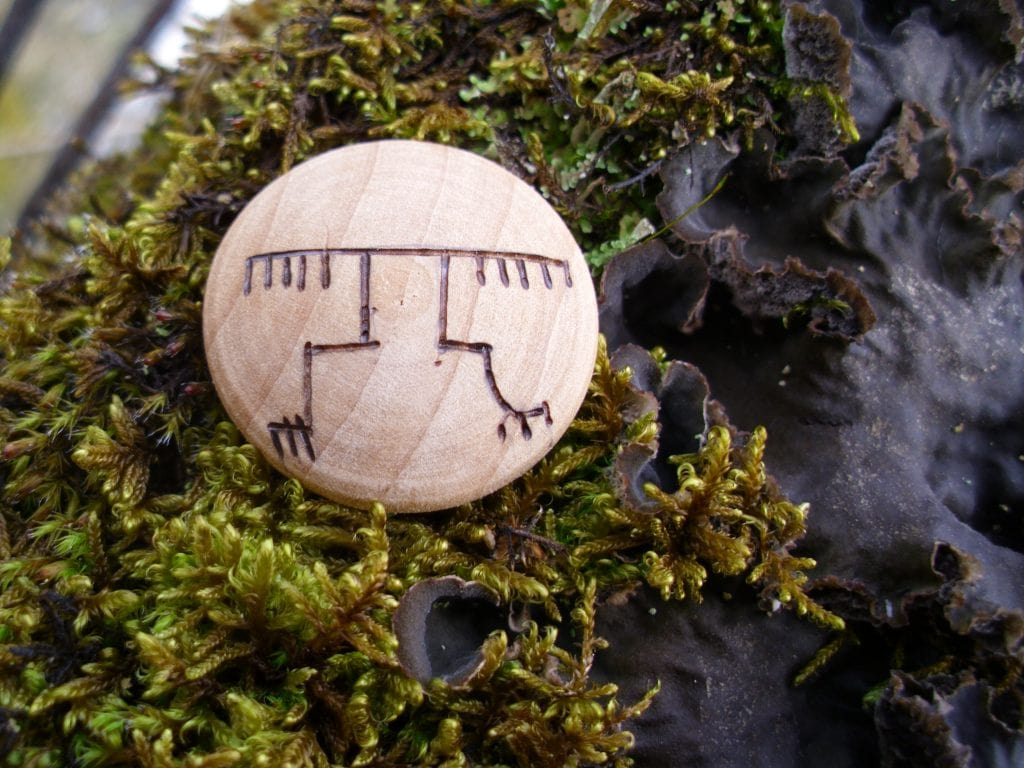 Gapagaldur - Pocket Rune for success in combat - Wooden Rune Amulet