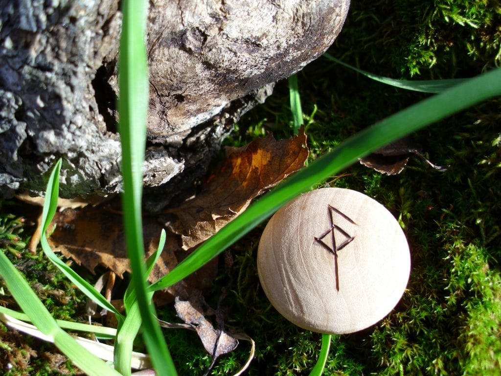 Pocket Rune for Health - Wooden Rune Amulet