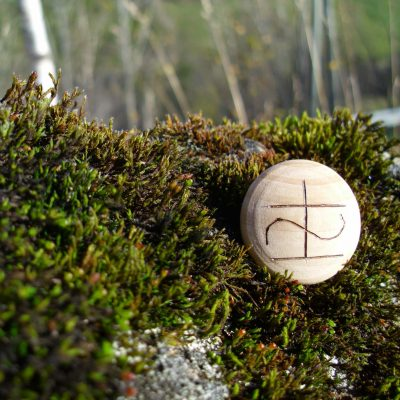 Pocket Rune for Health and Healing - Wooden Rune Amulet - Helse og Healing