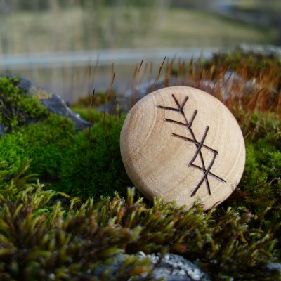 Pocket Rune for Personal Protection - Wooden Rune Amulet - Personlig beskyttelse