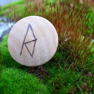 Pocket Rune for Safe Travel - Wooden Rune Amulet - Trygg reise