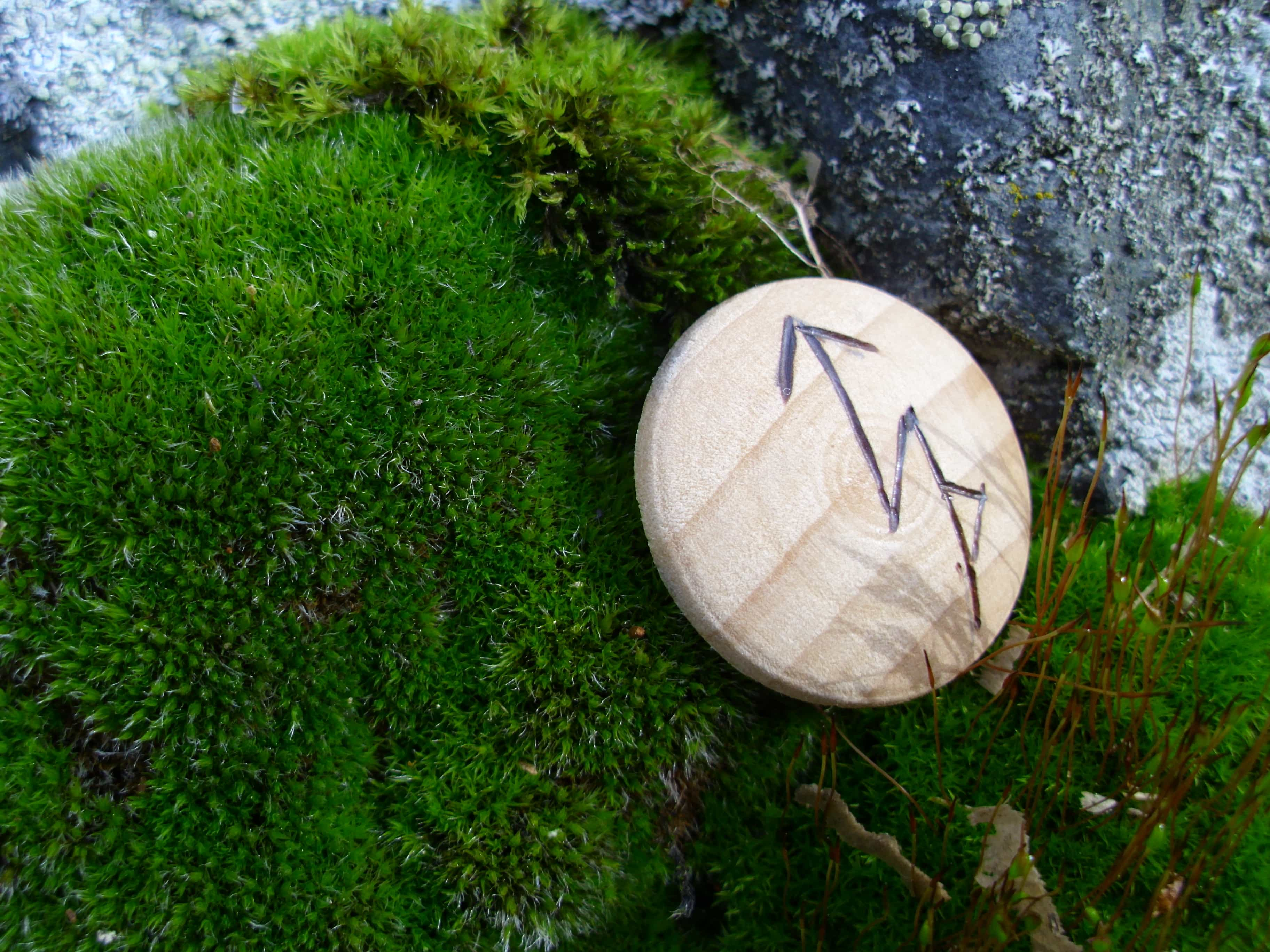 Pocket Rune for Success - Wooden Rune Amulet - Fremgang