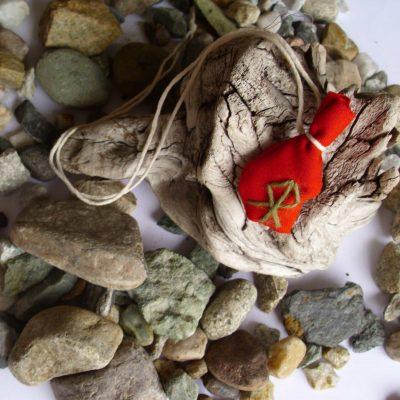 Amulet bag to realise ambitions - Realisere ambisjoner