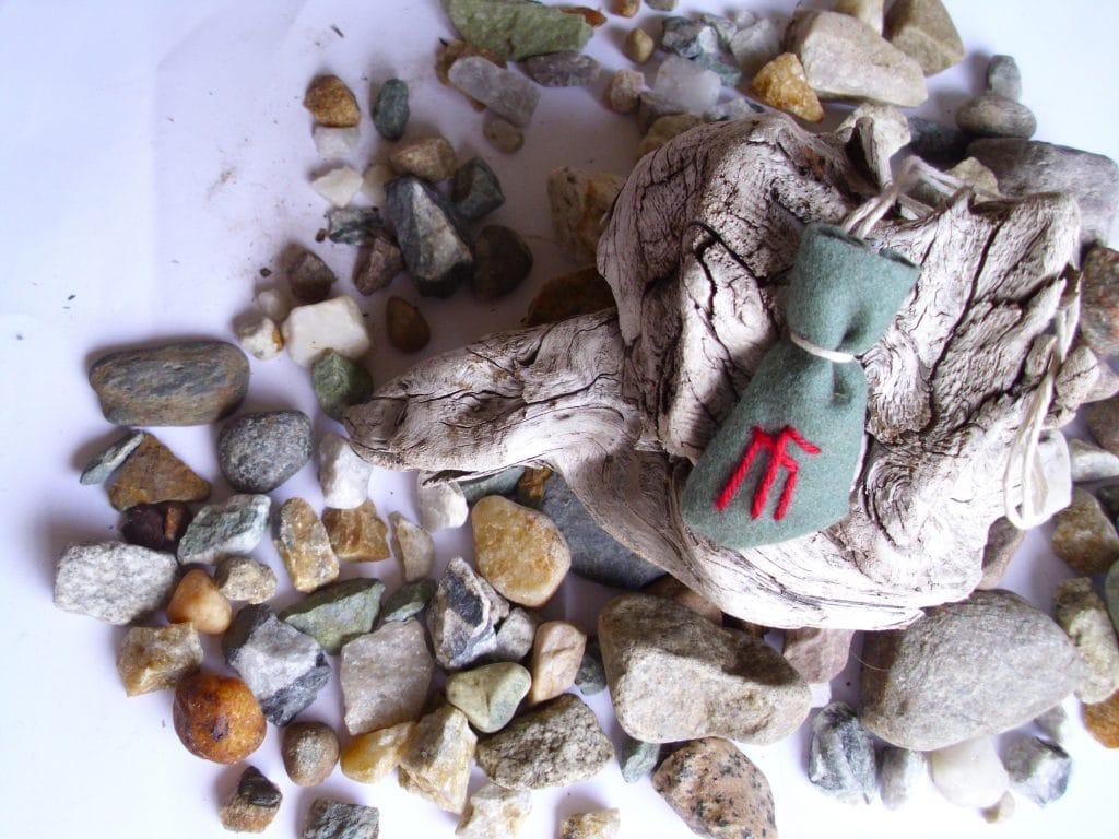 Amulet bag for inspiration