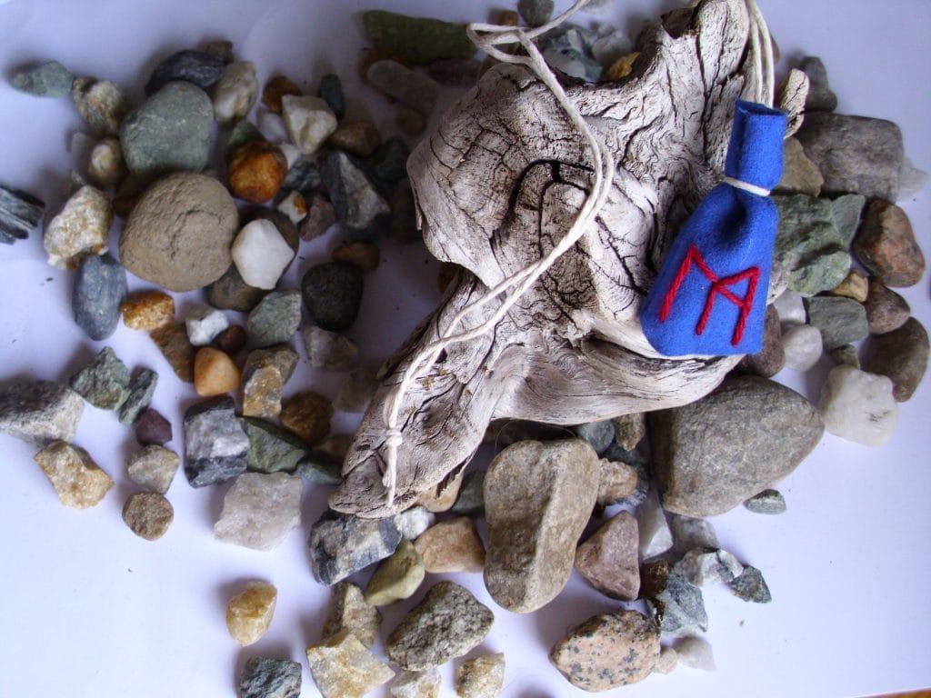Amulet bag for prosperity