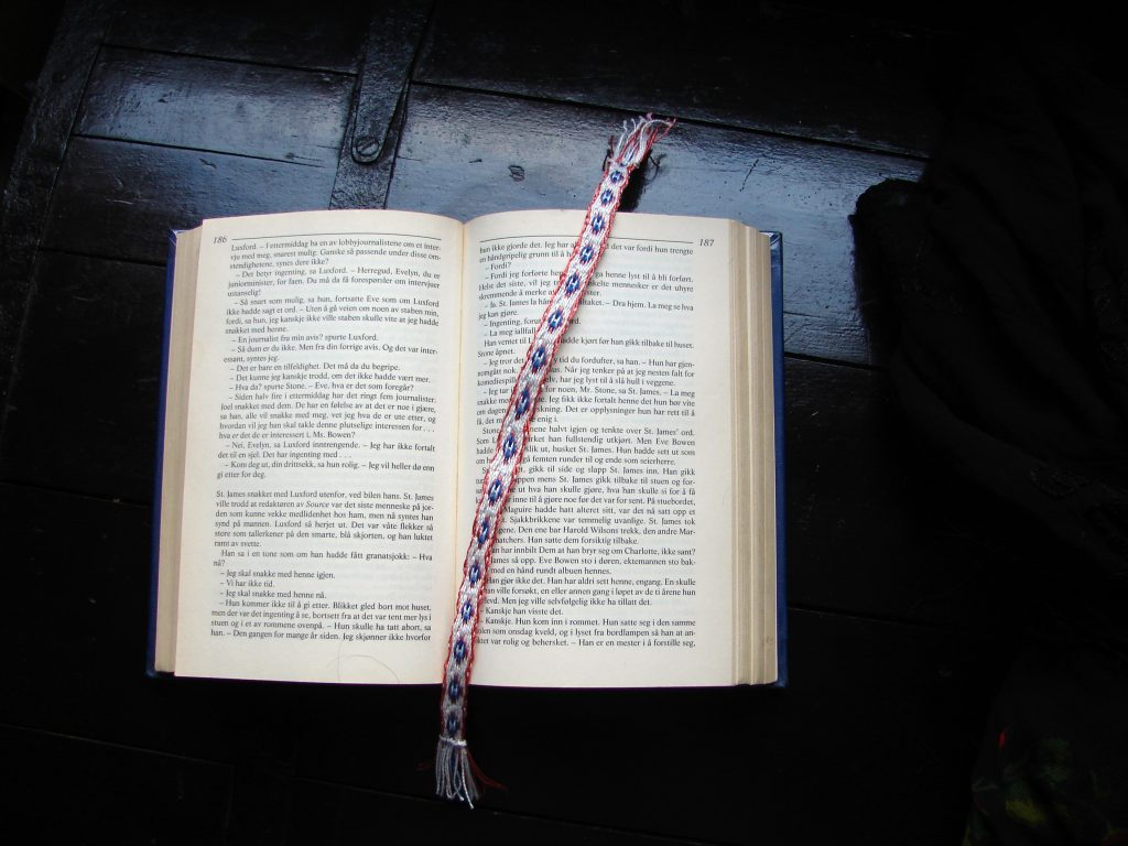 Tablet woven bookmark - Circled H