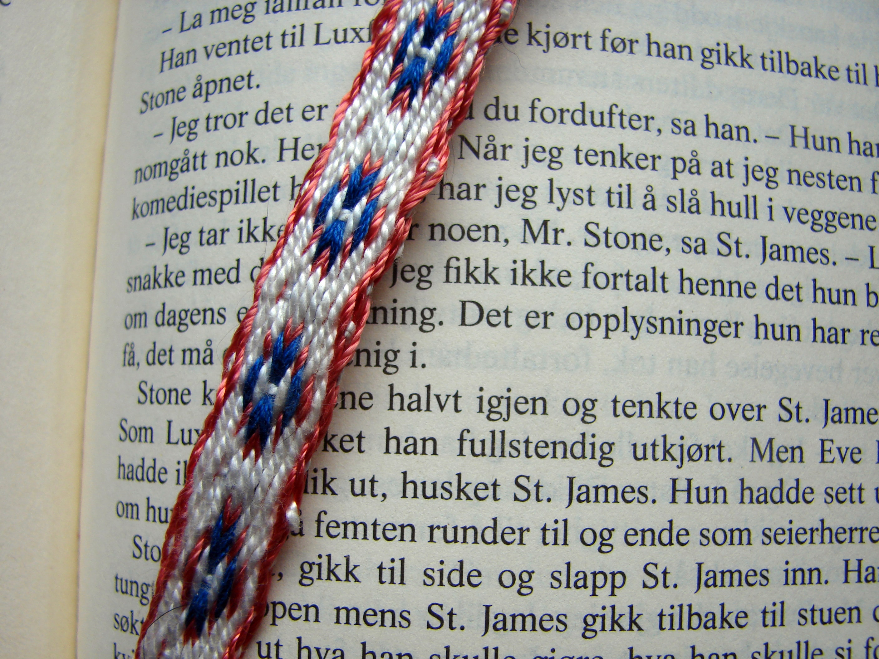 Tablet woven bookmark - Circled H - Brikkevevd bokmerke - H på sirkler