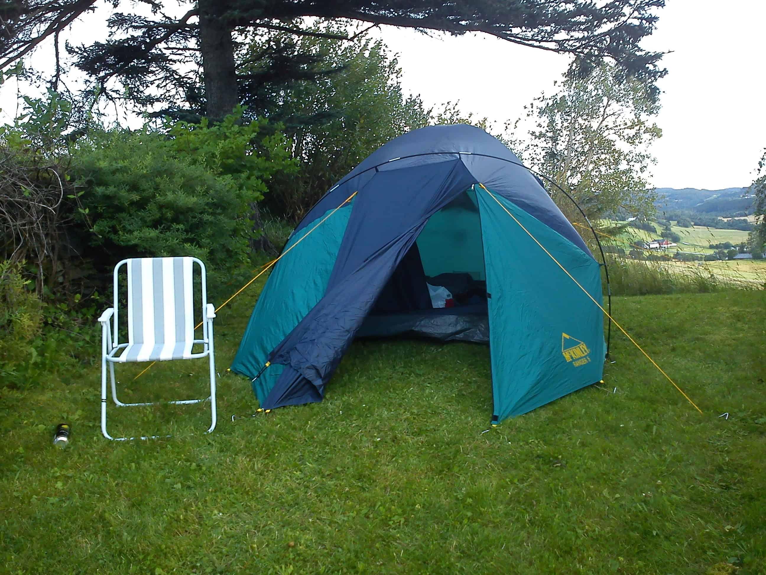 Kristin på Husaby: Tent is up