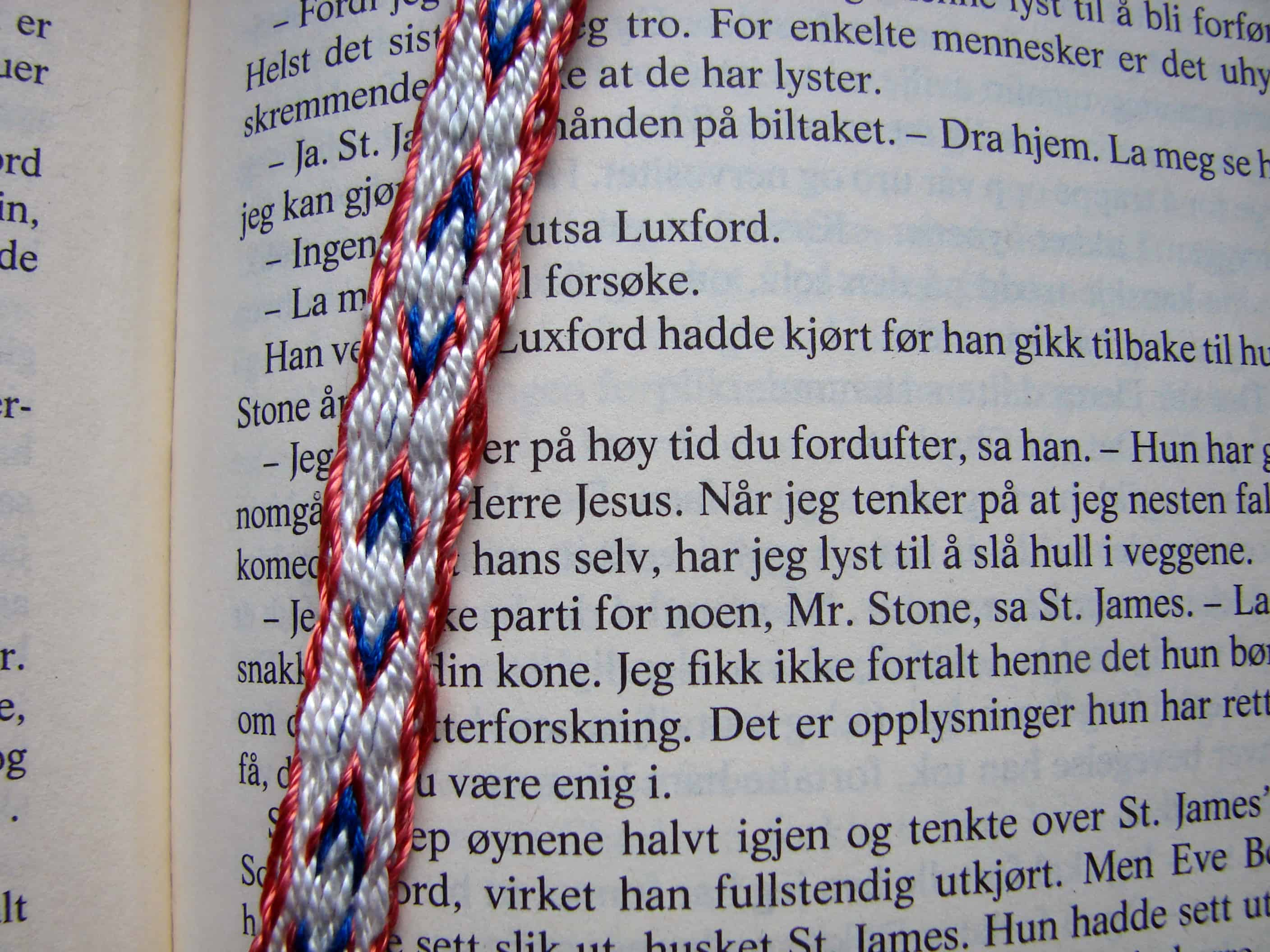 Arrows tablet-woven bookmark closeup