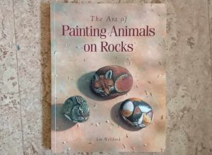 The art of painting animals on rocks - Lin Wellford